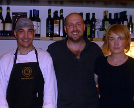Osteria da Chichibio: Alberto in centro, Laura e lo chef Giampaolo