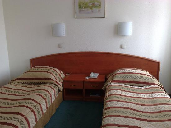 Panorama Hotel: twin beds in the room