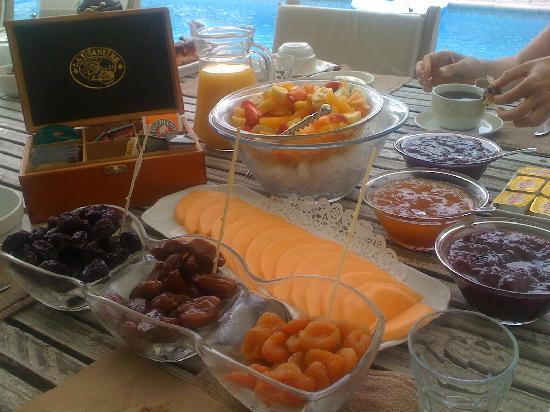 Le Mas de Mougins: A delicious breakfast-brunch with local specialities
