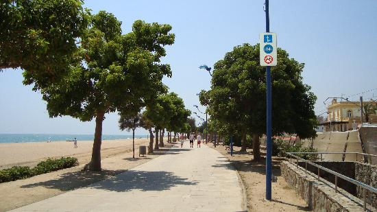 Hotel Ibersol Sorra D'Or Hotel: The promenade between the Hotel & the beach
