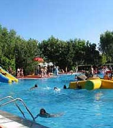 Piscinas picture of camping caravaning bungalow park el for Piscina getafe
