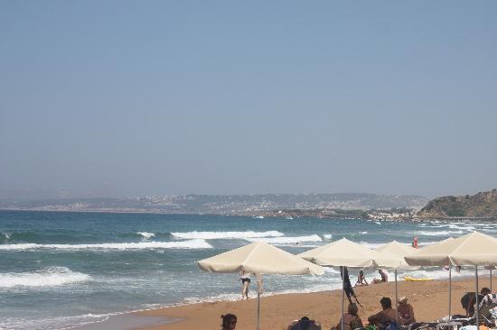 Kato Stalos Mare Hotel : Utsikt fra stranda mot Chania