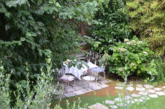 Oltre Il Giardino: A view of the garden