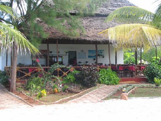 Mnarani Beach Cottages: the restaurant