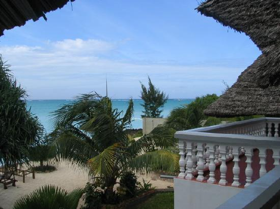 Mnarani Beach Cottages: view from Family Cottage