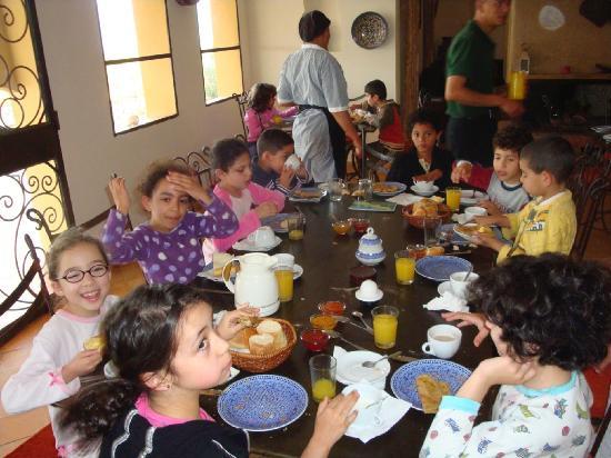 Riad Le Ksar de Fes: petit déjeuner avec les enfants