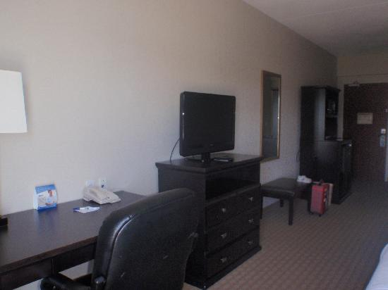 Holiday Inn Express Hotel & Suites Ottawa Airport: Room - Desk/TV/Fridge center at end