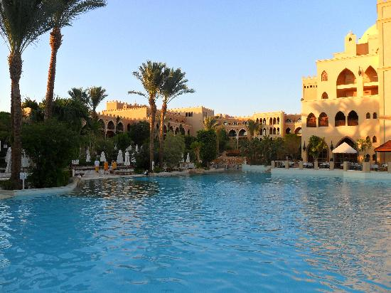 The Grand Makadi Hotel: An evening by the pool