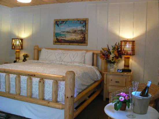 The Pines Motor Lodge: King Room