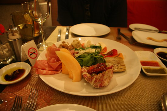 Prego Italian Restaurant: Delicious antipasto to start