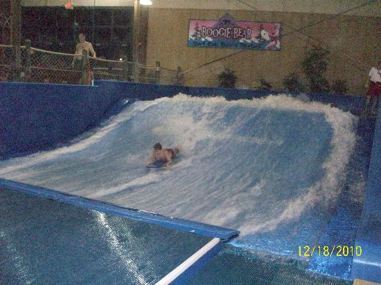 Six Flags Great Escape Lodge & Indoor Waterpark: fun on the wave rider