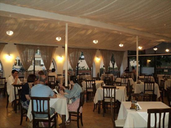 Taverna Kostas: Dining area