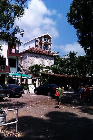 Hotel  OAZA : Вид на отель с улицы