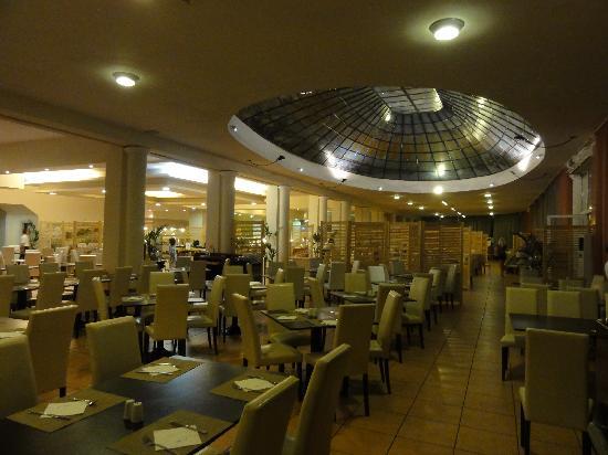 Sandy Beach Resort: Salle du restaurant