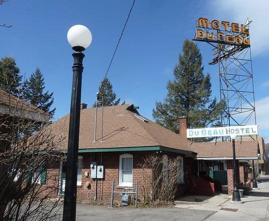 Motel DuBeau Travelers Inn & Hostel: l'entrée