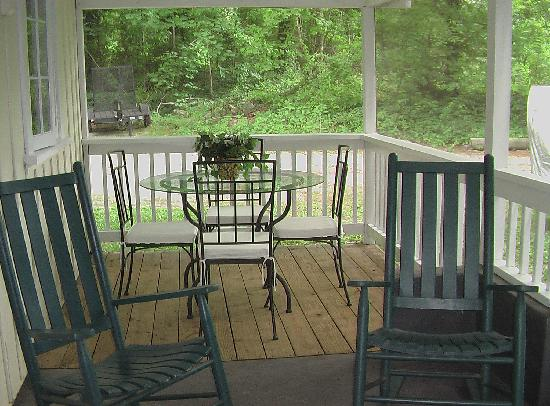 Cottages of Flat Rock: screened porch