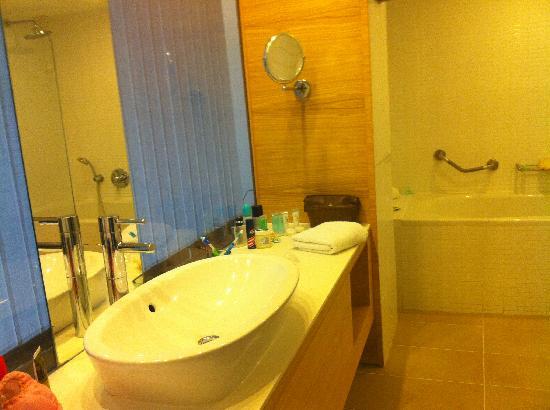 Doryssa Seaside Resort: bathroom of room 175