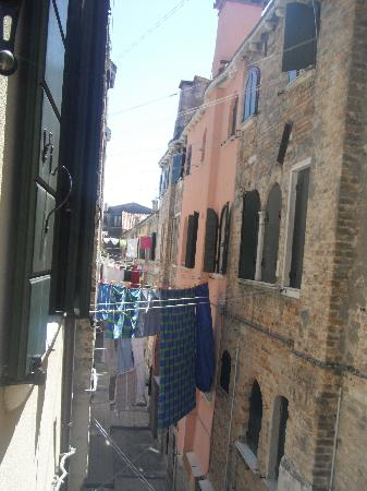 Veneziacentopercento Rooms & Apartments: view out the window!