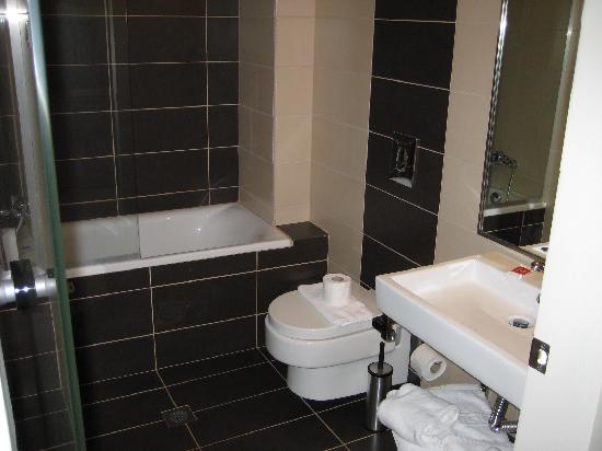 Nautilus Bay Hotel: Bathroom
