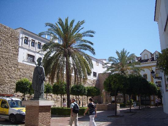 Marbella Old Quarter: church sq