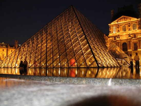 Golden Tulip Opera De Noailles: The Louvre at night