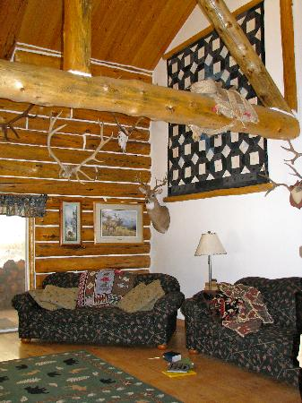 Skyline Guest Ranch and Guide Service: Living room of the lodge