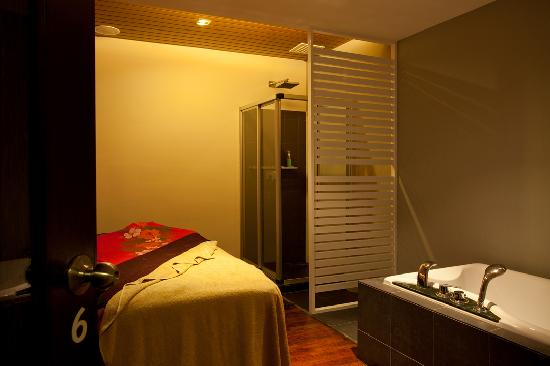 Danai Spa at G Hotel Penang: Single Spa Room with attached Jacuzzi