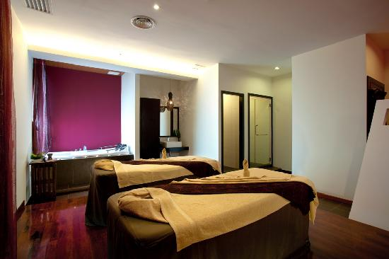 Danai Spa at G Hotel Penang: Couple Spa Room with attached Jacuzzi