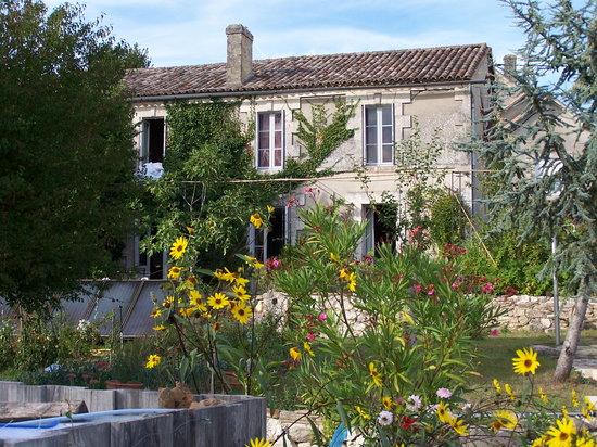 Relais de la Renaissance: la maison vue du jardin
