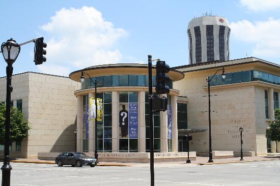 Biblioteca y Museo Presidencial de Abraham Lincoln: Front View of Museum