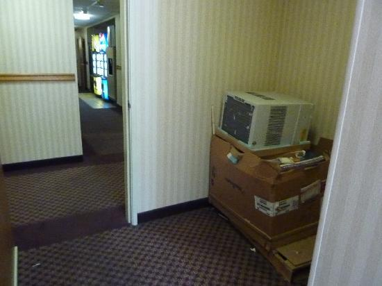 Ramada Coeur d'Alene: On my way to the breakfast area...wonder how clean the prep area is?