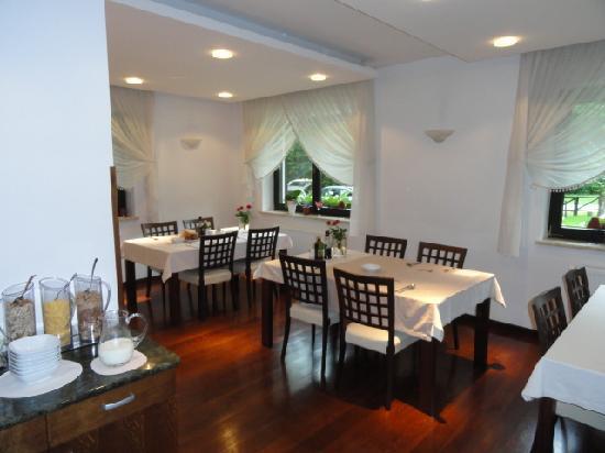 Vila Park: Cheery dining room