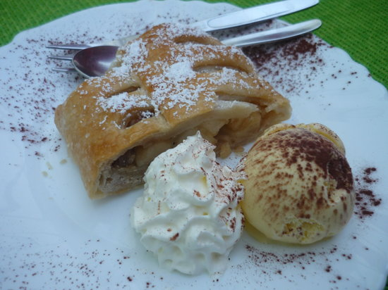Bad Doberan, Germany: apple struddle !