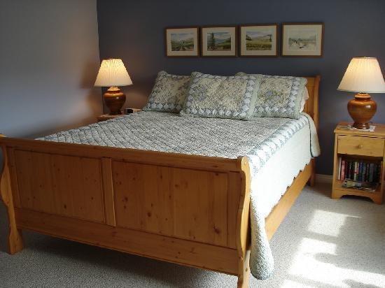Morbrook Farms B&B in Oliver, BC has comfortable, bright en suite rooms with a private entrance.