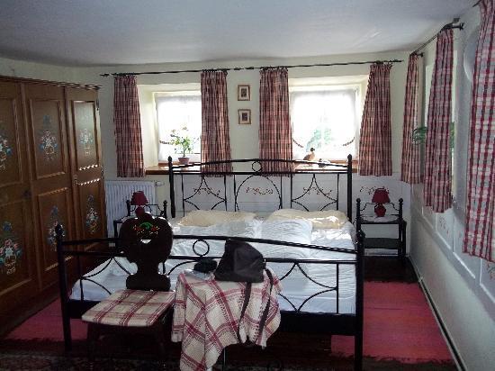 Haus Am Moos: Bedroom in farmers house