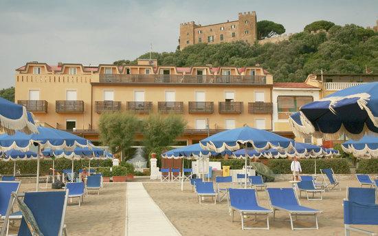 Hotel Miramare: l'hotel visto dalla spiaggia