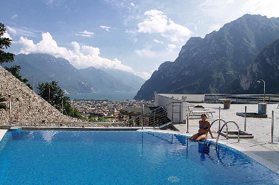 Acetaia del Balsamico Agritur Hotel: Visuale dalla piscina