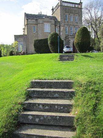 Macdonald Pittodrie House: Steps