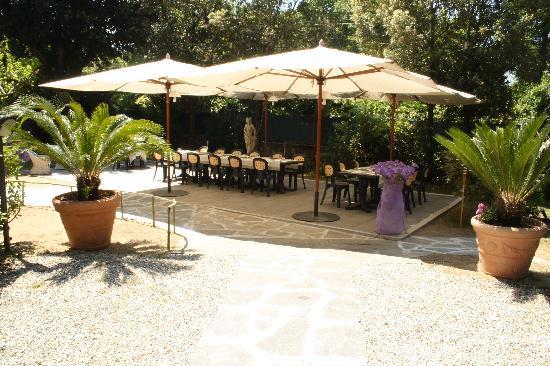 Ristorante Pizzeria Le Magnolie: La sala in giardino