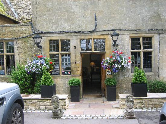Charingworth Manor: Entrance of hotel