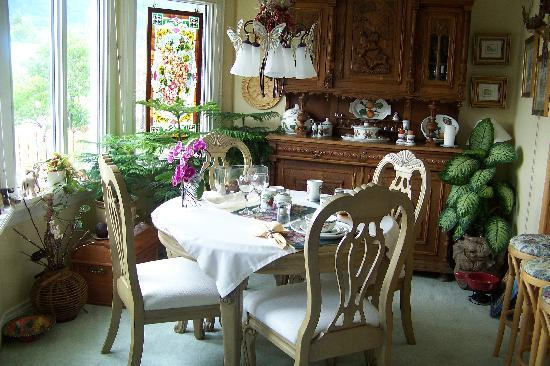 Austrian Haven Bed and Breakfast: dining room