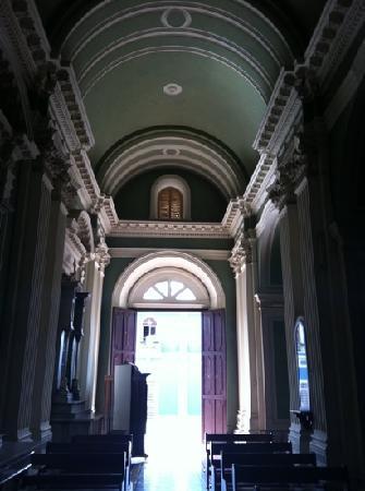 Grenade, Nicaragua : Inside La Merced Church