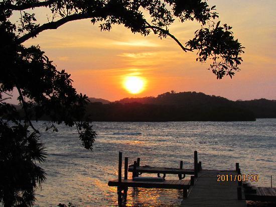 Media Luna Resort & Spa: Sunset @ Diving area @ resort