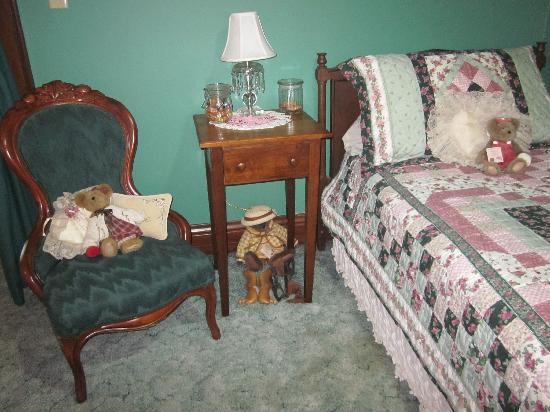 Brierwreath Manor Bed and Breakfast: Heirloom Suite - Daybed