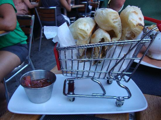 Highpoint Bistro & Bar: Cute way to serve bread