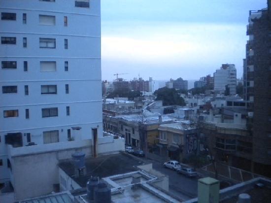Tryp Montevideo Hotel: Vista da janela do quarto