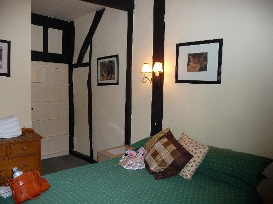 The Red Lion Inn: My comfy room