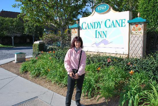 Candy Cane Inn: Entrada al Hotel