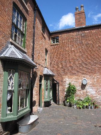 Birmingham Back to Backs: Inner courtyard