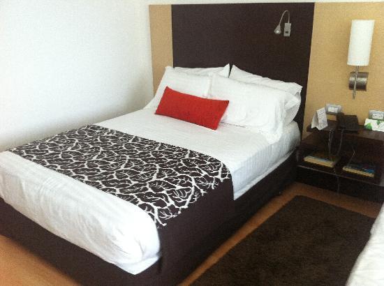 Hotel San Silvestre: Cama de la habitación 710